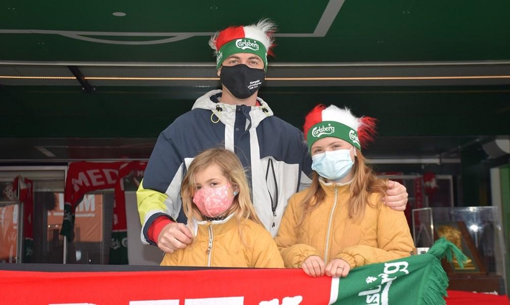Carlsberg Fan Van fik besøg af både børn og voksne lørdag ved Meny. Foto: Gitte Korsgaard.