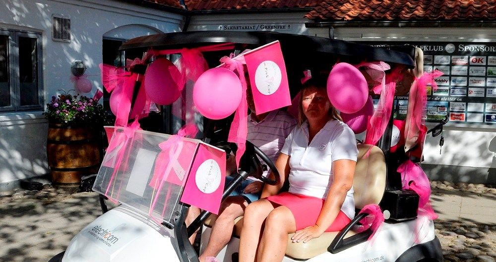 Formand for dameklubben i Kalundborg Golfklub,Anita Holm-Jensen, er gået i pink. Foto: Jens Nielsen