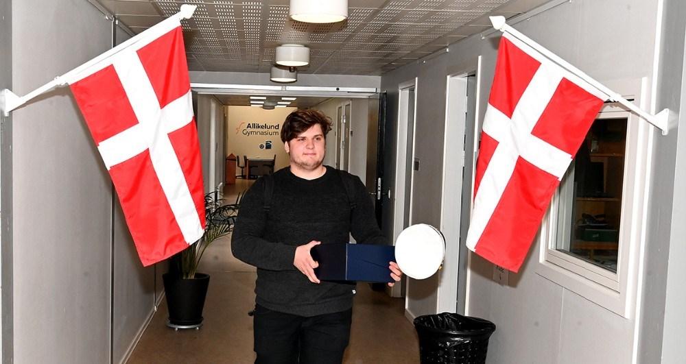 Asbjørn Rygaard Staal Nielsen, årets første student på Allikelund Gymnasium. Foto: Jens Nielsen
