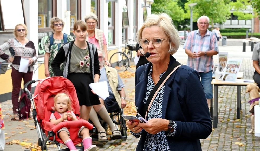 Biblioteksleder Jette Mygind bød velkommen til de mange fremmødte.  Foto: Jens Nielsen