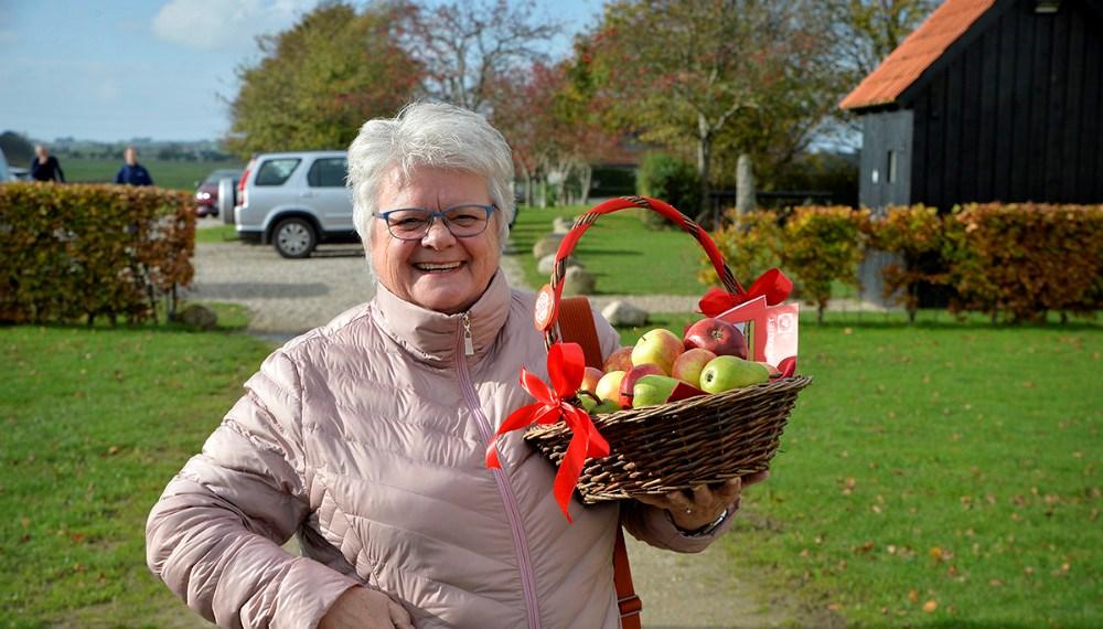 Hanne Olesen (S) havde æbler og pærer med i stedet for kage. Foto: Jens Nielsen