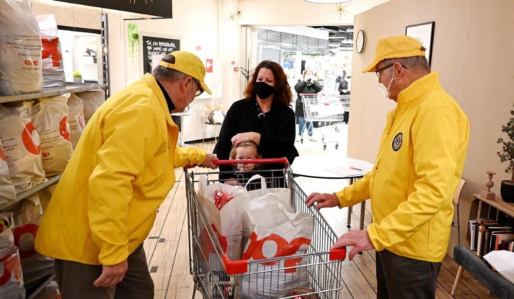 Christina fra Kalundborg var blandt de heldige som i år fik hjælp til at holde jul af Lions og Kvickly Kalundborg. Foto: Jens Nielsen