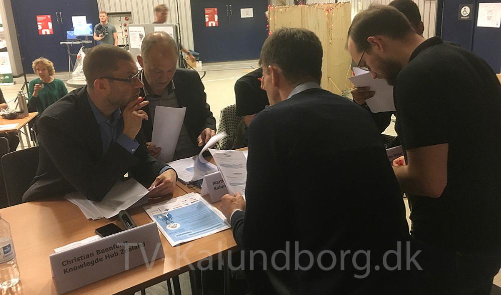 Dommerpanelet voterer.