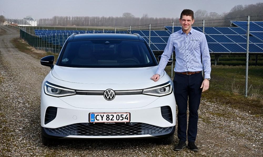 Rasmus Klarskov fra Volkswagen Kalundborg ved den nye ID.4. Foto: Jens Nielsen