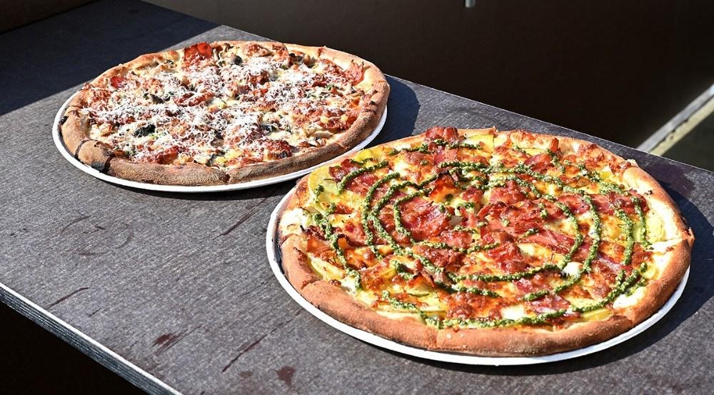 Lækre pizzaer fra d. 6. maj på Asgers Bar. Foto: Jens Nielsen