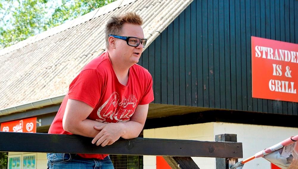 Jonas Henriksen, formand for Gørlev Lokalråd, benyttede lejligheden, da de mange sommerhusejere alligevel var samlet, til at informere om fibernet. Foto: Jens Nielsen