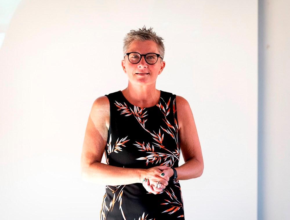 Tina Thrysøe fra Cafe Dyrehøj bøs velkommen. Foto: Jens Nielsen