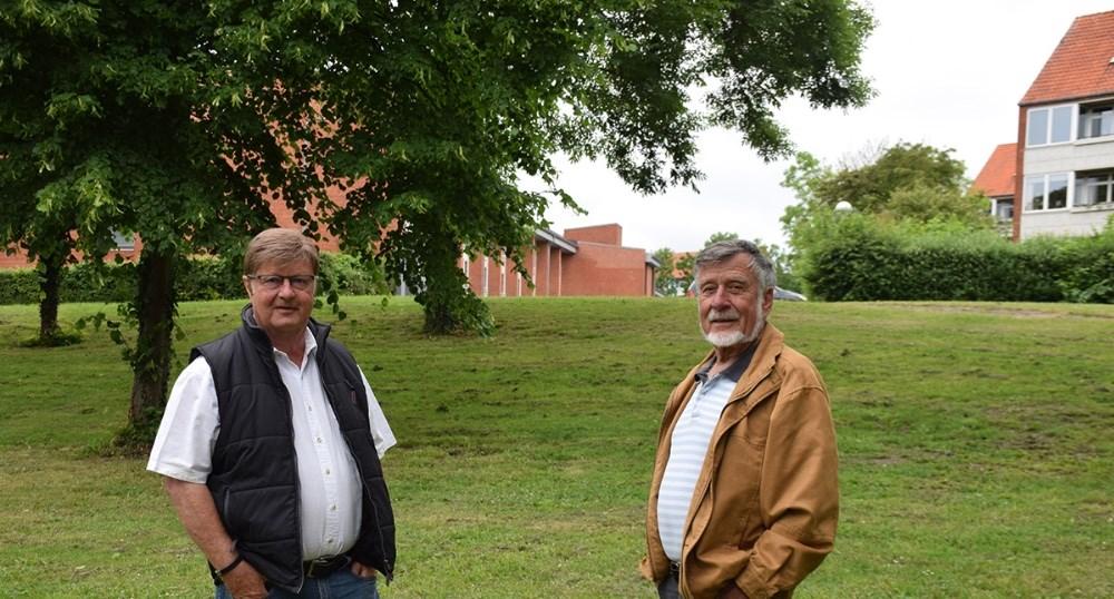 Gert Larsen og Hermann Hansen er imod et kommende byggeri i Klosterparken. Foto: Gitte Korsgaard