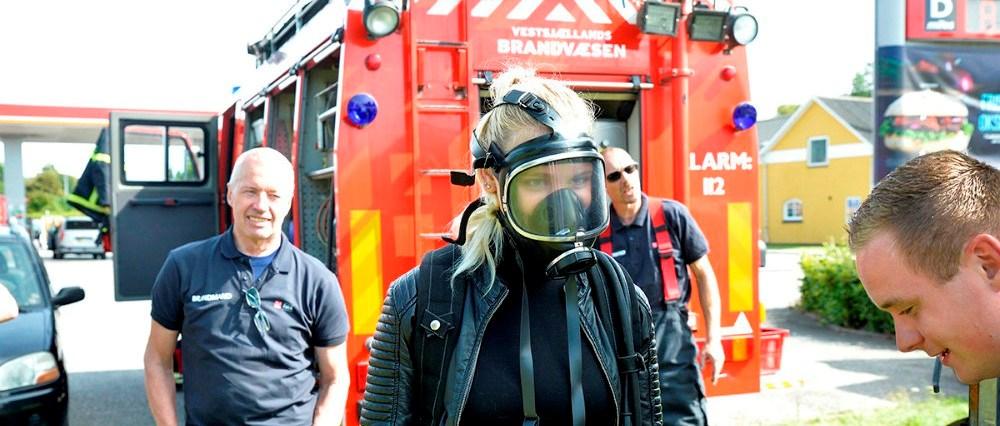 Mandskab fra Snertinge stationen under Vestsjællands Brandvæsen kommer med en stor brandbil, hvor der bliver mulighed for at sprøjte med vand, det plejer at være et hit blandt børnene. Arkivfoto: Jens Nielsen