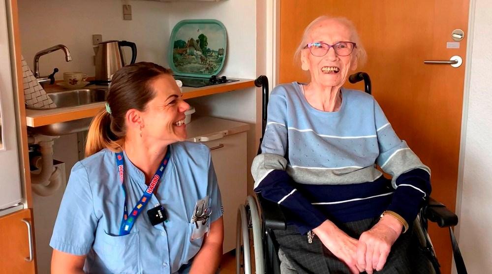 95-årige Else sammen med social- og sundhedsassistent, Nora Hansen. Foto: privat