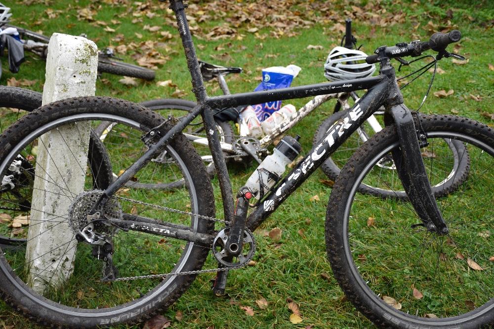 Cyklerne trænger til en vask efter sådan en tur.  Foto: Gitte Korsgaard.