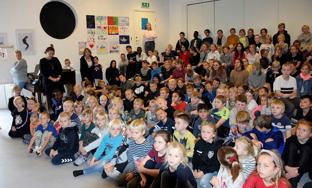 Alle elever på Svebølle Skole til og med 8. klasse har haft emneuge, hvor de har samlet 11.000 kr. ind til SOS Børnebyerne. Foto: Gitte Korsgaard.