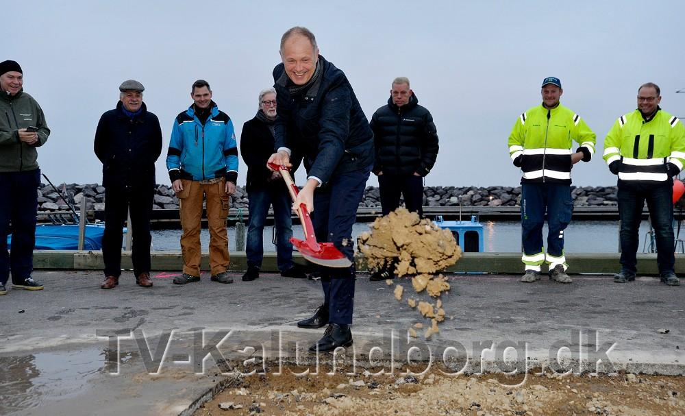 Borgmester Martin Damm tog første spadestik. Foto: Jens Nielsen