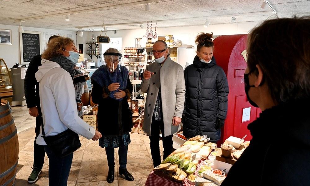 Samgsprøver på både ost og vin. Foto: Jens Nielsen