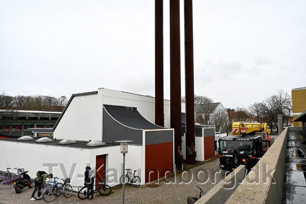 Der er fare for at de fire høje skorstene ved Kalundborghallen kan vælteved storm og vindstød af orkanstyrke, derfor skal de fjernes. Foto: Jens Nielsen