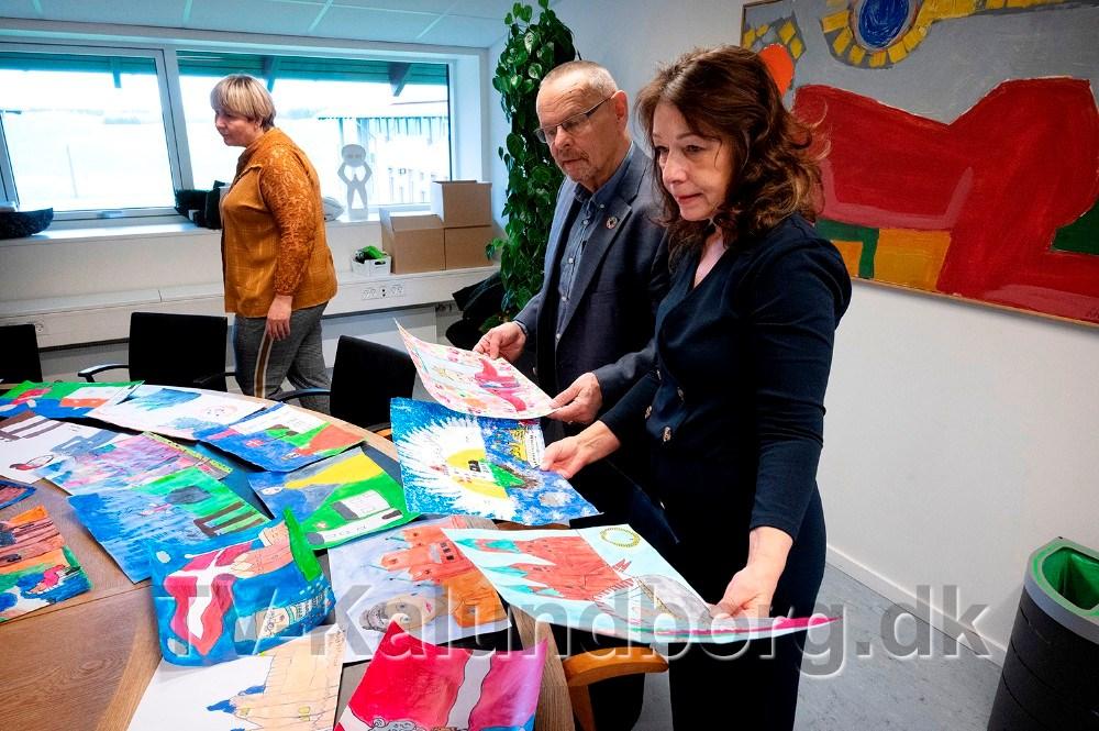 Dommerkomiteen Ole Glahn, Aase Due, Kristine Vesterskov Olsen og Karl-Åge Hornshøj Poulsen, skulle vælge et maleri blandt de 59 indsendte. Foto: Jens Nielsen