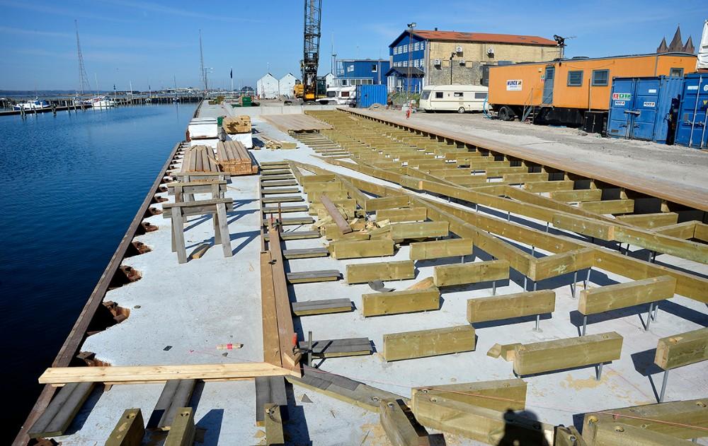 Der etableres terrasse-niveauer ned mod vandet.Foto: Jens Nielsen