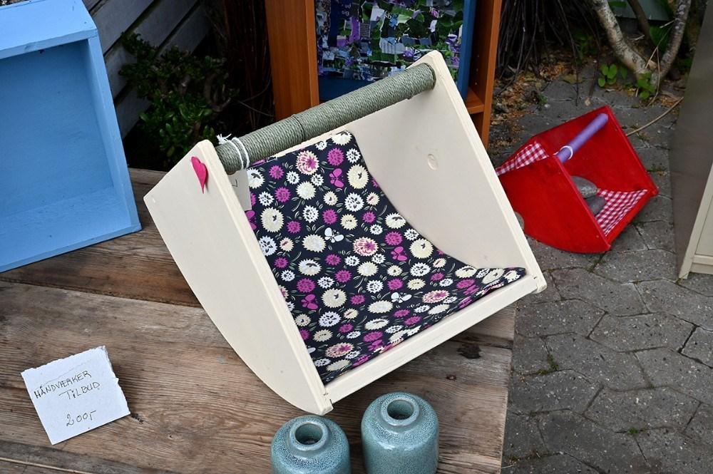 En kaleche til en dukkevogn er nu blevet til en kurv der kan bruges i haven. Foto: Jens Nielsen