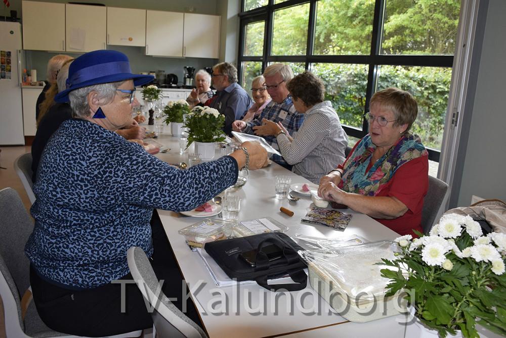 I dag var Ældrerådet på besøg hos Madservice i Kalundborg for art smage på den mad, som de ældre får serveret. Foto: Gitte  Korsgaard.