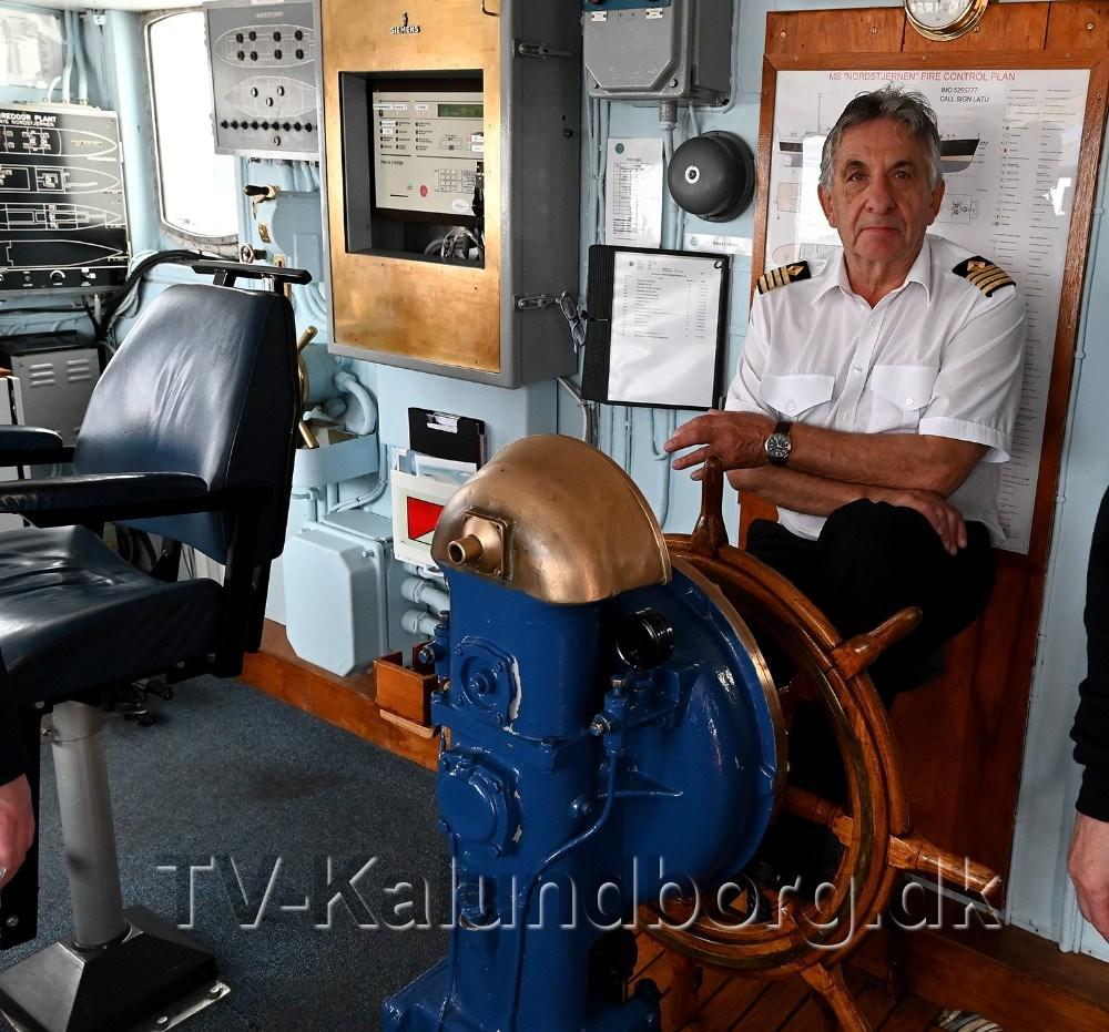 Kaptajn Tormod Karlsen bag roret. Foto: Jens Nielsen