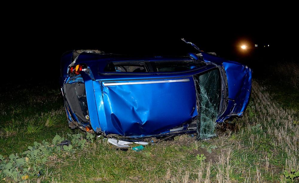 Personbilen som de fem unge kørte i er totalskadet. Foto: Jens Nielsen