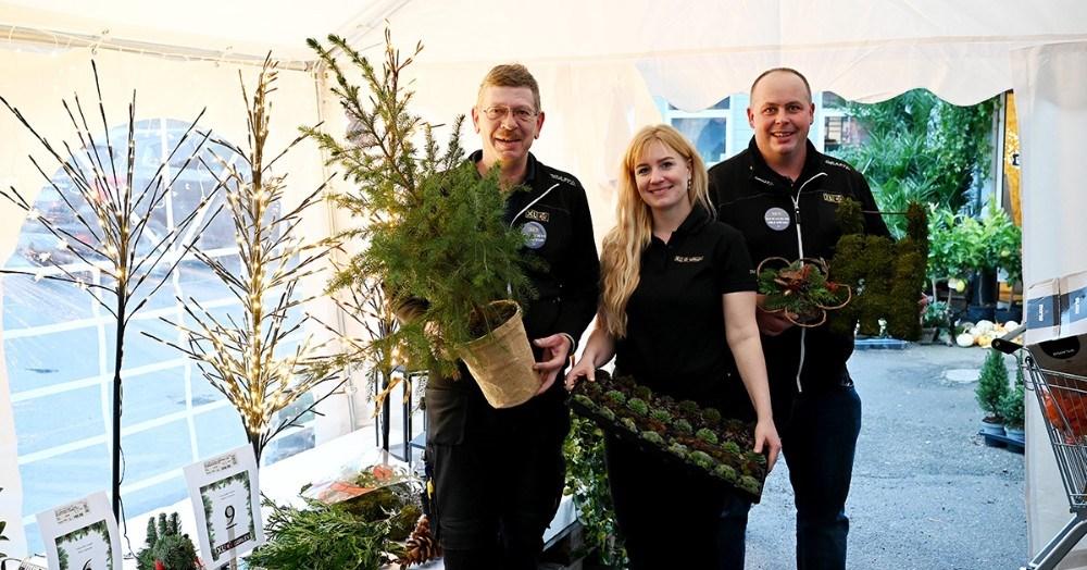 Allan Nielsen, Pernille Jensen og Jesper Sørensen fra XL-Byg i Gørlev er klar til at jule. Foto: Jens Nielsen