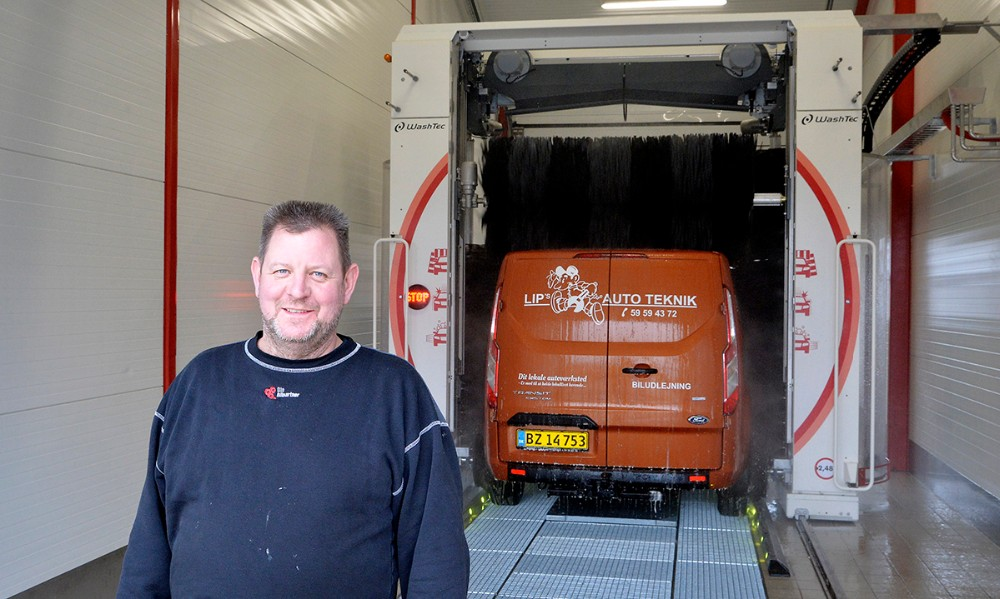 Lars Larsen, indehaver af Lips Autoteknik i Rørby, er klar til at åbne sin nye vaskehal i den kommende weekend. Foto: Jens Nielsen