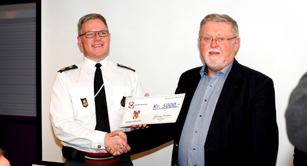 Oberstløjtnant Steffen Scharff sammen med formand for Kalundborg Broderlaug Bjarne Jensen. Privatfoto