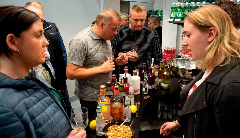 Der bliver masser af smagsprøver til gourmetaften hos Meny. Arkivfoto: Jens Nielsen