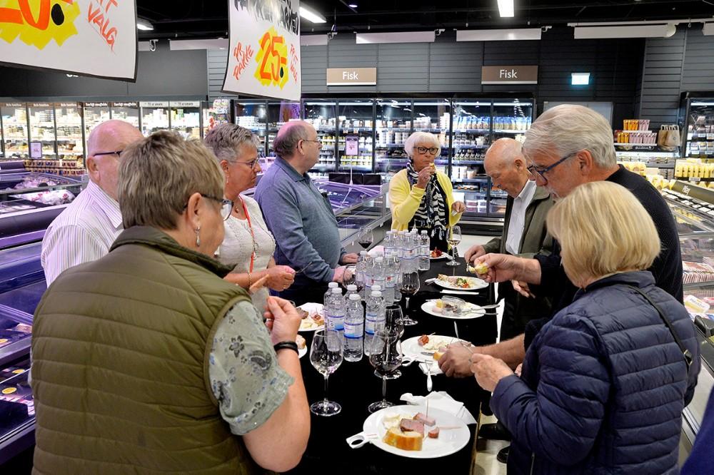 Efter generalforsamlingen blev der budt på masser af lækkerier. Foto: Jens Nielsen