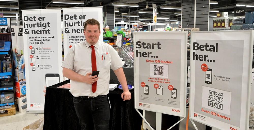 Kundechef Allan Kjær informerede om de nye muligheder for at scanne og betale med sin telefon. Foto: Jens Nielsen
