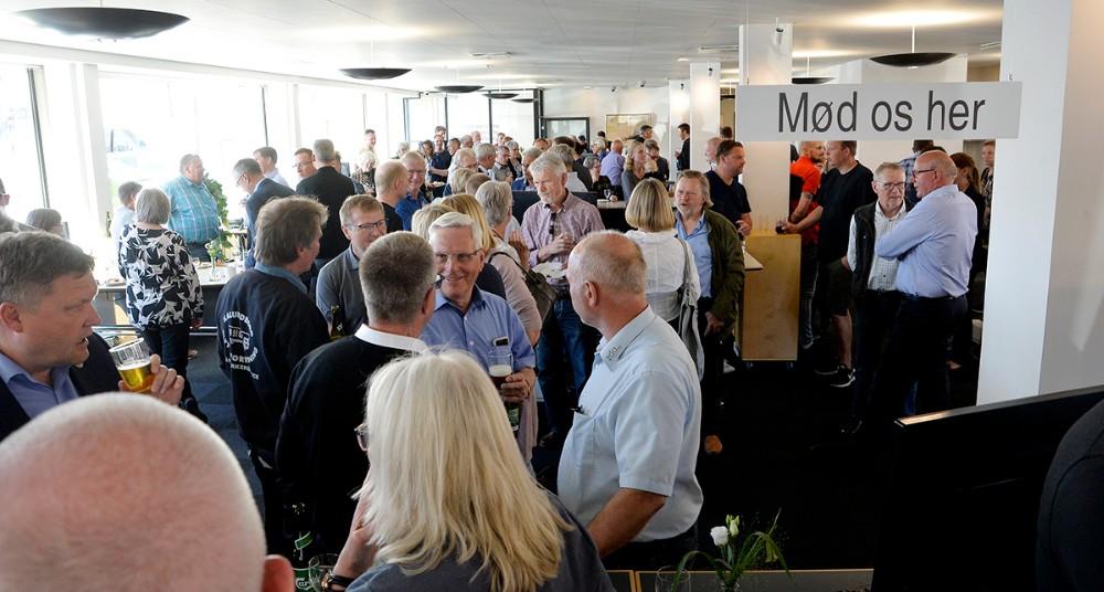 ´Mød os her´ - den opfordring var der mange som tog imod og mødte op til reception torsdag eftermiddag. Foto: Jens Nielsen