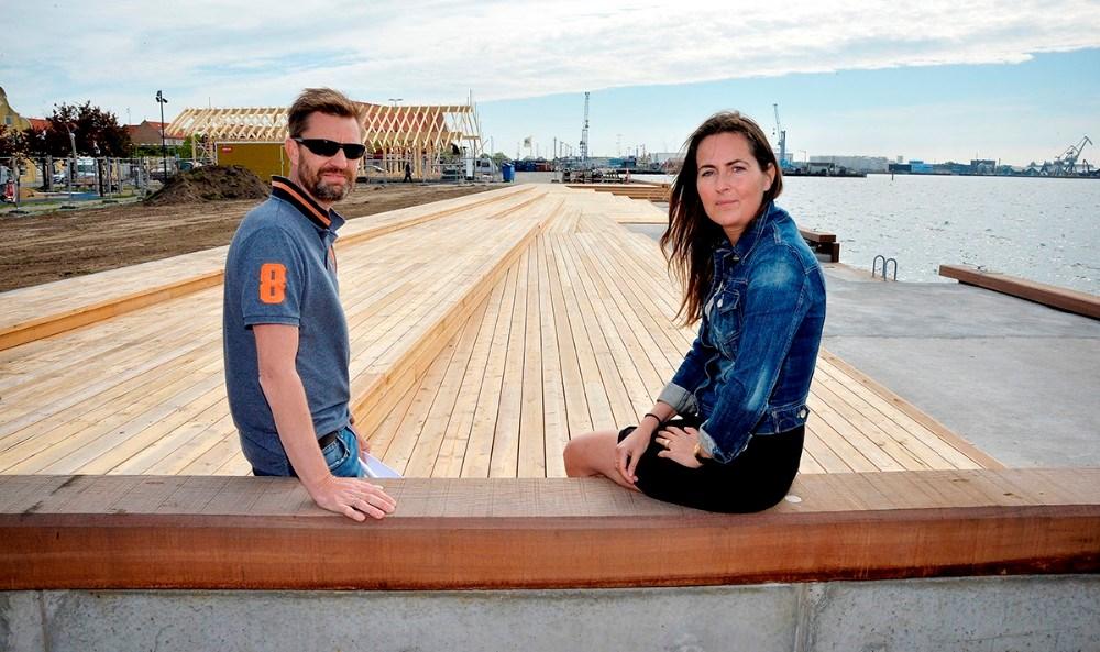 Dennis Ravn, projektansvarlig for havneparken, ogCathrine Sinding fra Kalundborg Kommunes Kultur og Fritid, glæder sig til at tage havneparken i brug. Foto: Jens Nielsen