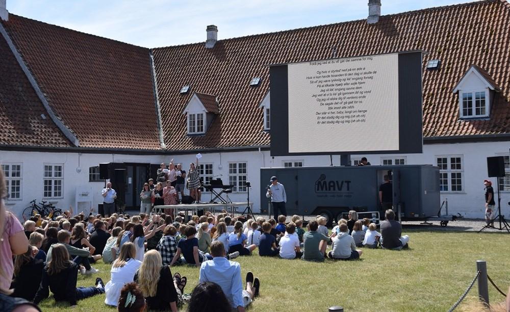 Sidste skoledag blev fejret med manér på Kalundborg Friskole fredag. Foto: Gitte Korsgaard.