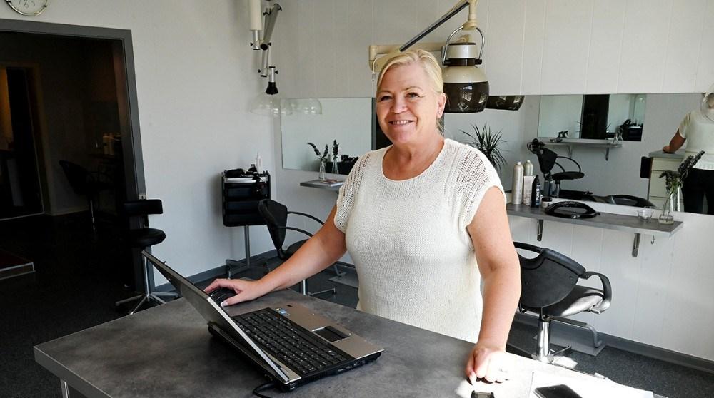 Jane Christensen i sin frisørsalon. Foto: Jens Nielsen