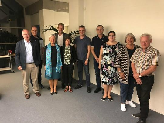 Partierne bag budgetaftalen, fra venstre, Jan Hendeliowitz (A), Christian Wedell-Neergaard (C), Anne Møller Ronex (B), Regionsrådsformand Heino Knudsen (A), Tina Boel (F), Jacob Jensen (V), Peter Jacobsen (O), Gitte Simoni (O), Kirsten Devantier (V), Egon Bo (I).