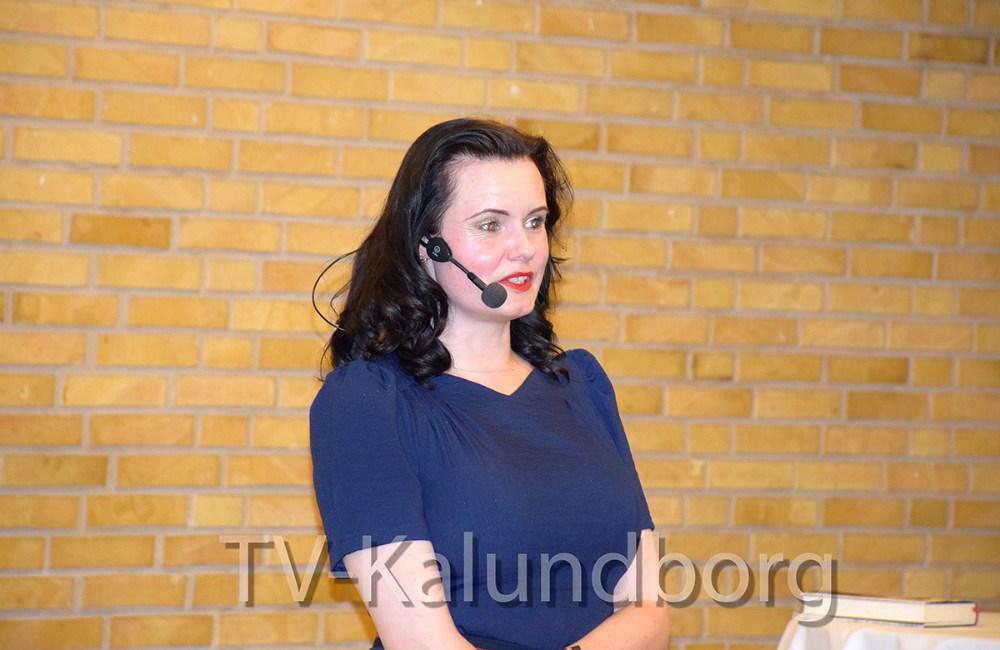 Forfatter Leonora Christina Skov fortalte sin historie i går i Kalundborg Hallens Restaurant. Foto: Gitte Korsgaard.