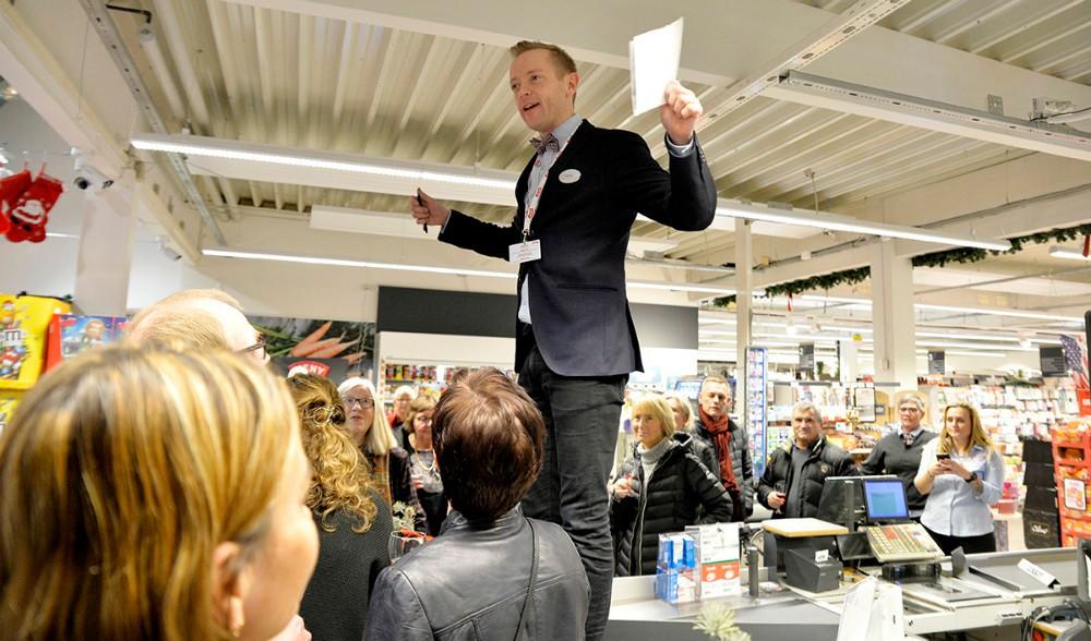 Købmand Peter Egebæk og personale og leverandører er klar til gourmetaften. Arkivfoto: Jens Nielsen