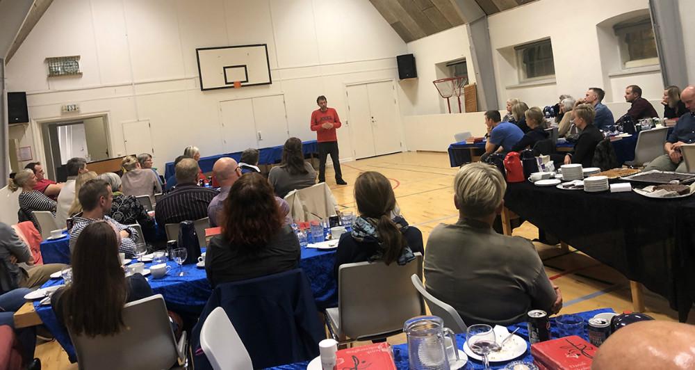Torsdag aften var der foredrag med Jeppe Søe på Kalundborg Friskole. Foto: Klaus Vig Ødegaard.