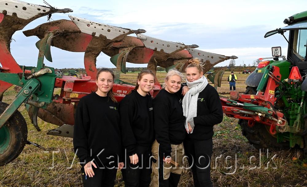 De fire piger fra landbrugsskolen i Høng, fra venstre, Marie Hansen, Amalie Klinke, Maja Jønck og Caroline Walbom. Foto: Jens Nielsen