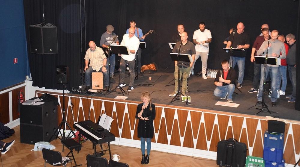 Koncert med Fangekoret på Postgaarden søndag eftermiddag. Foto: Gitte Korsgaard.