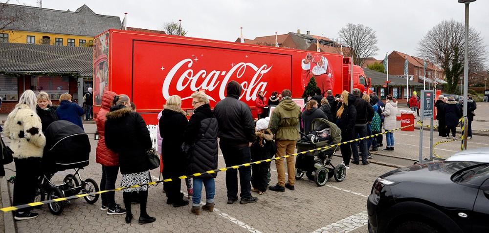Den ikoniske Coca-Cola julelastbil var søndag i Kalundborg. Foto: Jens Nielsen