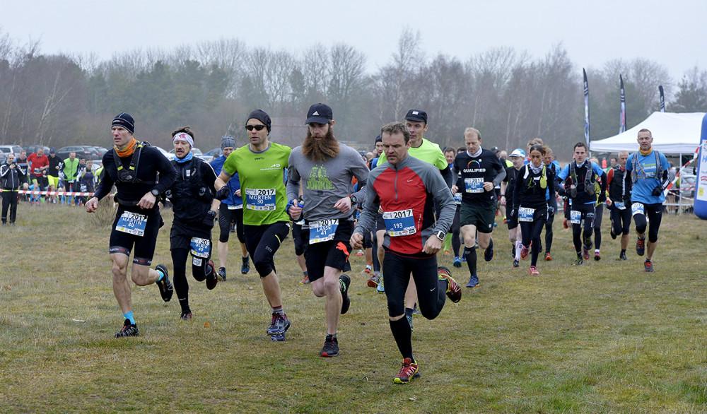 Starten er gået til 28 km. hårde strabadser, med grøn trøje i midten af billedet, løbets vinder, Morten Brændholt, Kalundborg. Foto: Jens Nielsen