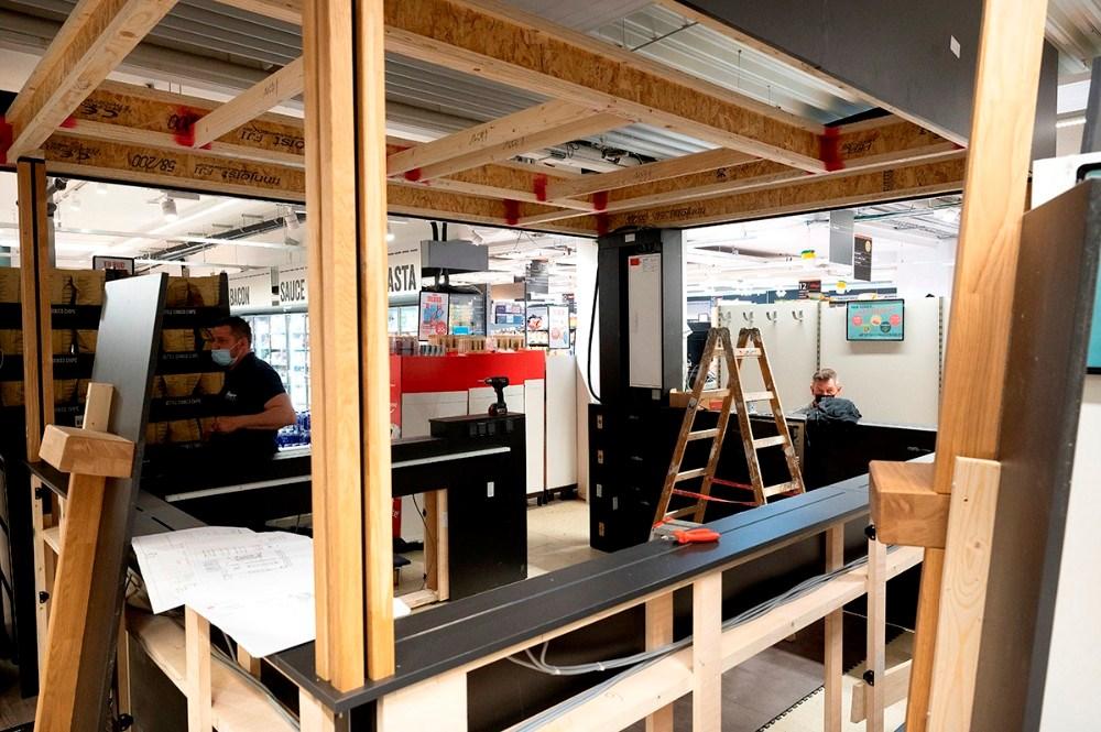 Håndværkerne er godt i gang hos Meny Kalundborg. Foto: Jens Nielsen