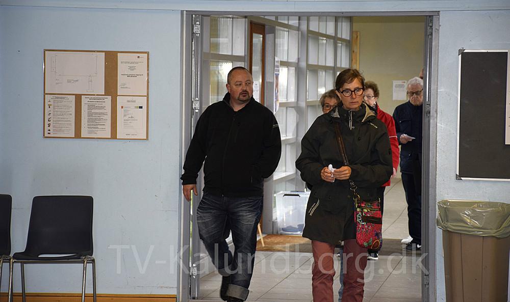 De første, der kommer for at stemme. Foto: Gitte Korsgaard.