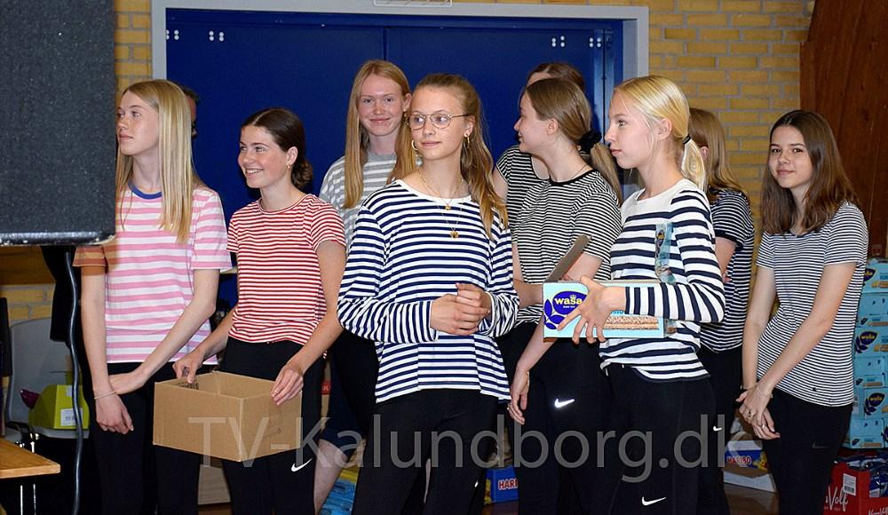 Der var fuldt hus til Meny bingo show i Røsnæshallen søndag. Foto: Gitte Korsgaard.
