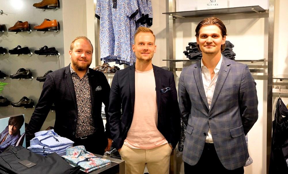 Thomas Nielsen, Martin Jacobsen og Mikkel Thisgaard fra Bech Menswear er sikker på af mandeaftenen på onsdag bliver hyggelig. Foto: Jens Nielsen