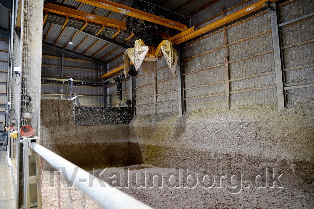 Her læsses tørstoffet af, som så bliver til biogas og senere til gødning. Foto: Jens Nielsen