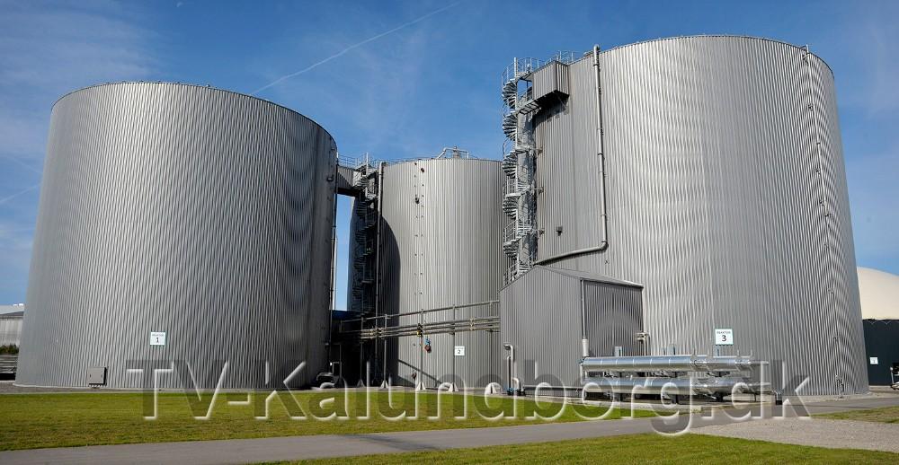 Det er i disse store tanke at biogassen dannes. Foto: Jens Nielsen