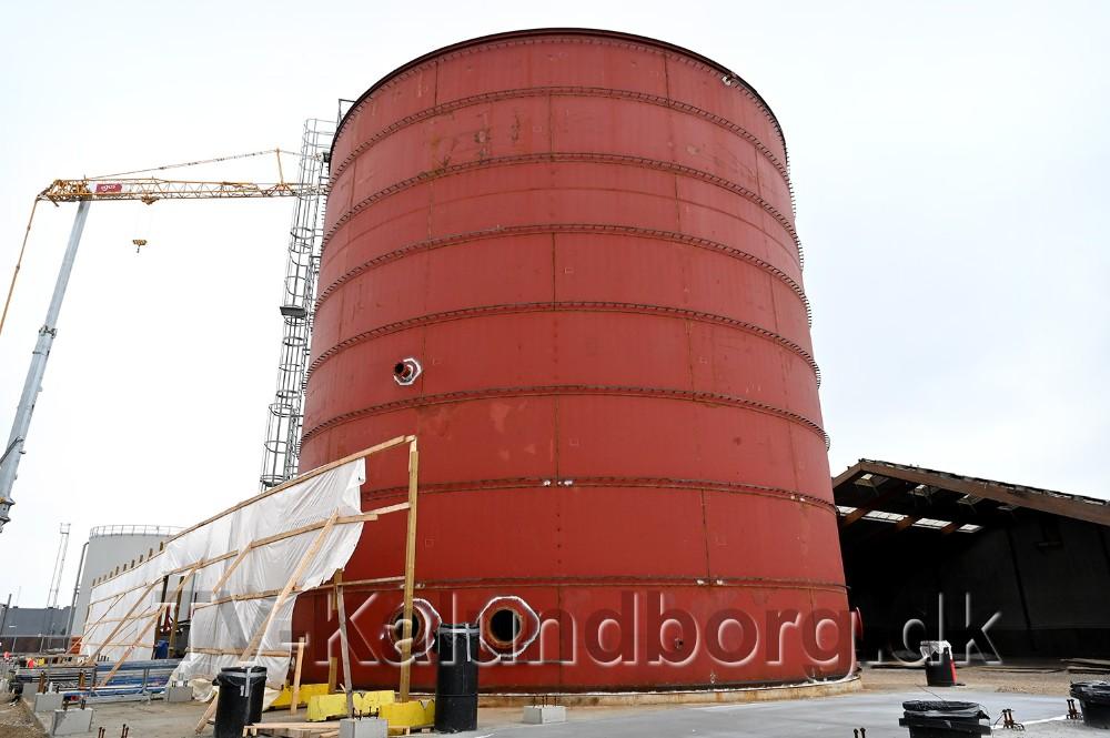 Den store tank skal indeholde 3000 kubikmeter vand til brandslukning. Foto: Jens Nielsen